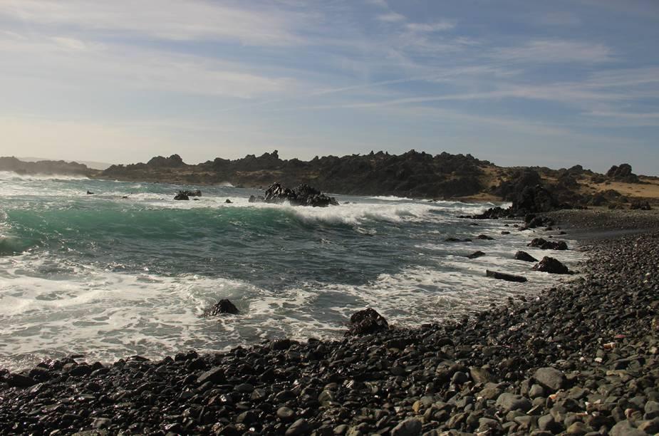 """Quando passaram por<strong> Caleta Chañaral de Aceituno</strong>, no <a href=""""http://viajeaqui.abril.com.br/paises/chile"""" rel=""""Chile"""" target=""""_blank""""><strong>Chile</strong></a>, Tainá e Marcelo trabalharam na<strong> Agrupación de Turismo Delfines</strong> produzindo vídeos e fotos para promover o turismo local"""