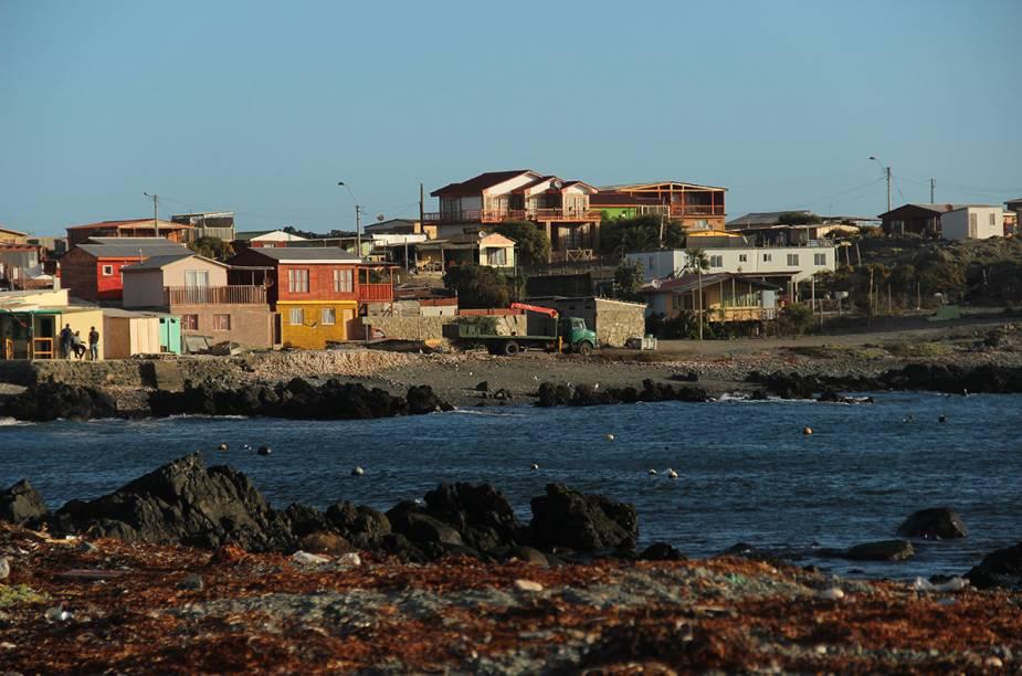 """<strong>Agrupación de Turismo Delfines - Caleta Chañaral de Aceituno, <a href=""""http://viajeaqui.abril.com.br/paises/chile"""" rel=""""Chile"""" target=""""_blank"""">Chile</a></strong>            """"O lugar é magico. Apesar de escondida, localizada no meio do deserto, Chañaral vem ganhando destaque graças a observação de baleias. É uma pequena, pacata e linda vila rodeada por um mar azul transparente, baleias, golfinhos, pinguins e lobos marinhos."""""""