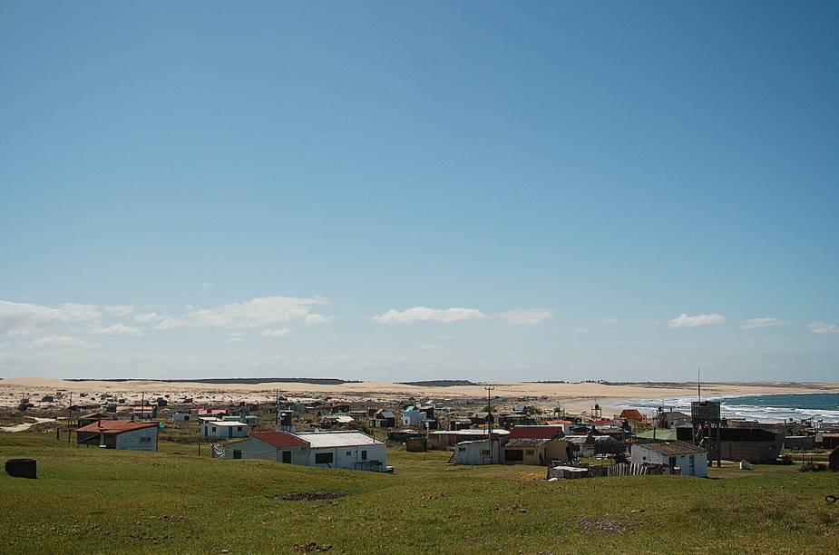 """<strong>Cabo Polônio</strong>, no <a href=""""http://viajeaqui.abril.com.br/paises/uruguai"""" rel=""""Uruguai"""" target=""""_blank""""><strong>Uruguai</strong></a>, já começou surpreendendo o casal. Este foi o primeiro lugar inóspito (são cerca de 40 habitantes fixos) que eles visitaram após sair do Brasil."""