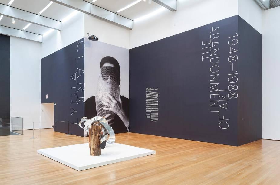 A brasileira Lygia Clark está em evidência no MoMA de Nova York: até o dia 24 de agosto, o museu expõe 300 obras da pintora e escultora