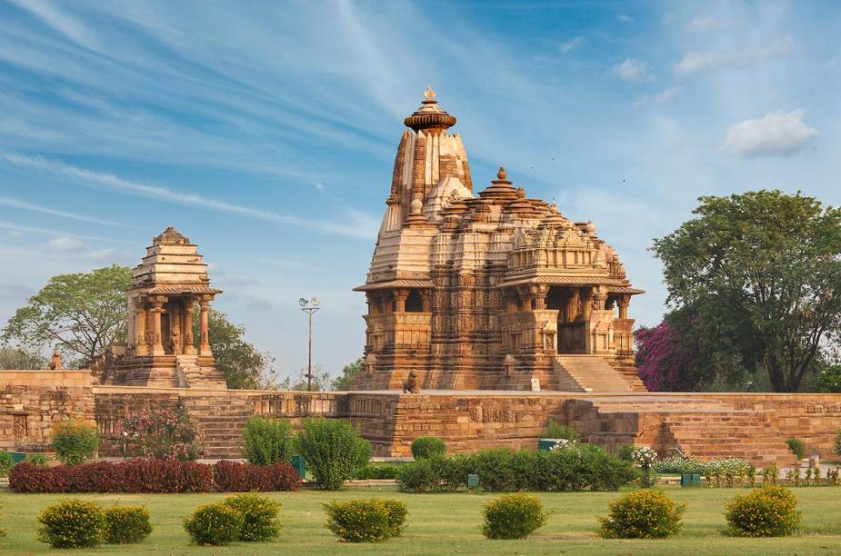 Em Khajuraho, estão os fascinantes templos com inscrições milenares