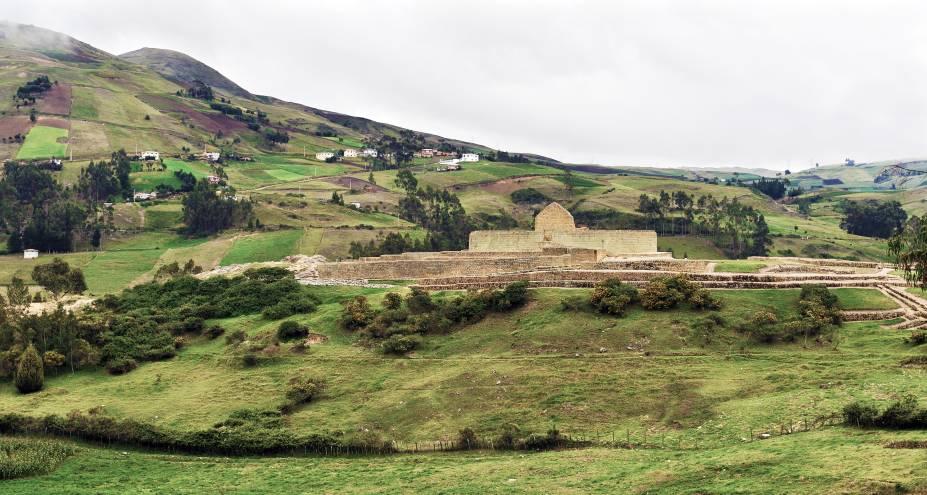 """<a href=""""http:// http://viajeaqui.abril.com.br/materias/ingapirca-e-o-melhor-sitio-arqueologico-do-equador-canari-incas"""" rel=""""Ingapirca - Equador"""" target=""""_blank""""><strong>Ingapirca – Equador</strong></a>    O sítio arqueológico mais bem conservado do Equador fica no fim do Qhapaq Ñan equatorial e está a 90 km de <a href=""""http://viajeaqui.abril.com.br/materias/passeio-de-trem-equador-abismos-nariz-del-diablo-canion-rio-chanchan"""" rel=""""Alausí"""" target=""""_blank"""">Alausí</a>, onde se pega o trem para o cânion Nariz del Diablo. Para chegar caminhando há uma trilha de 40 km que pode ser percorrida em 3 dias por montanhas belíssimas"""