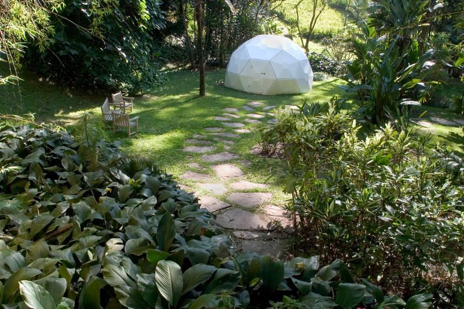 """No <a href=""""http://viajeaqui.abril.com.br/estabelecimentos/br-mg-brumadinho-atracao-instituto-inhotim"""" rel=""""Instituto Inhotim"""" target=""""_blank"""">Instituto Inhotim</a>, as instalações artísticas disputam a atenção do visitante com as plantas do imenso jardim botânico"""