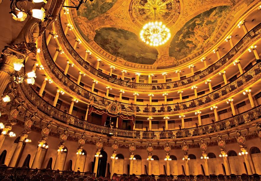 """<strong><a href=""""http://viajeaqui.abril.com.br/estabelecimentos/br-am-manaus-atracao-teatro-amazonas"""" rel =""""Amazonas Theater"""" Ziel =""""_leer"""">        O Teatro Amazonas de Manaus (AM) foi inaugurado em 1896. Quando você olha as pinturas no teto, de qualquer parte da plateia, você se sente como se estivesse sob a Torre Eiffel.  Para a decoração foram usados ouro, cristais venezianos e mármore de Carrara"""" class=""""lazyload"""" data-pin-nopin=""""true""""/></div> <p class="""
