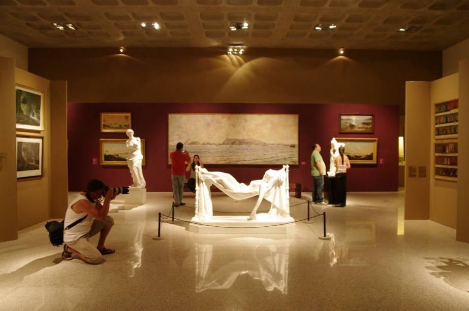 Na Pinacoteca do museu, há obras de artistas como Frans Post, Debret,Taunay e Rugendas compondo o acervo