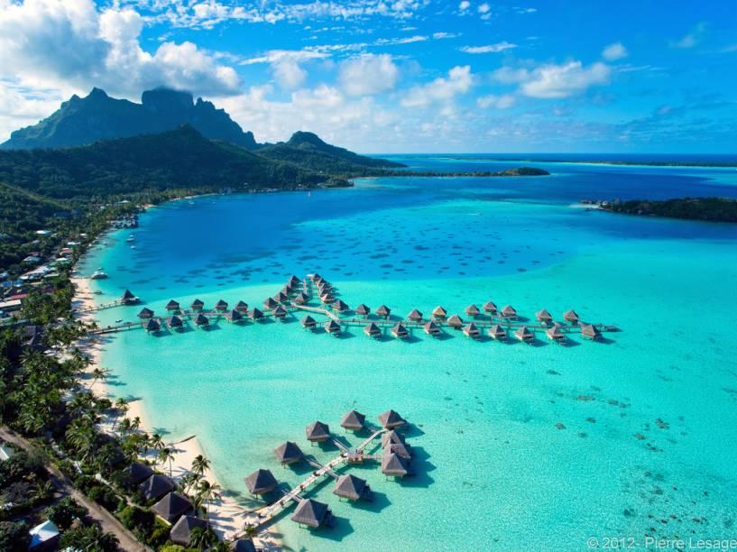 Bangalôs sobre as águas em Bora Bora