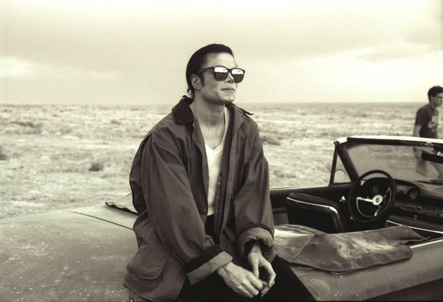 """<strong>3. <a href=""""https://www.youtube.com/watch?v=zbl_ctRj8C8"""" rel=""""Michael Jackson – In The Closet"""" target=""""_blank"""">Michael Jackson – In The Closet</a> - Deserto emSalton Sea, Califórnia, <a href=""""http://viajeaqui.abril.com.br/paises/estados-unidos"""" rel=""""Estados Unidos"""" target=""""_self"""">Estados Unidos</a></strong>                    Ah, como o Rei do Pop faz falta! Seja pela qualidade das músicas, pela criatividade dos videoclipes ou pela autonomia como artista, a verdade é que muita gente bebe até hoje na fonte de Michael, um dos precursores da voz sussurrada no R&B. <strong><a href=""""https://www.youtube.com/watch?v=zbl_ctRj8C8"""" rel=""""Assista aqui"""" target=""""_blank"""">Assista aqui</a></strong>"""