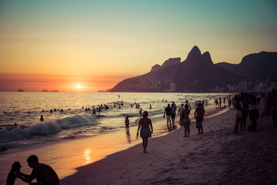 """<strong><a href=""""http://viajeaqui.abril.com.br/estabelecimentos/br-rj-rio-de-janeiro-atracao-praia-de-ipanema"""" target=""""_blank"""">Ipanema</a> –</strong><strong><a href=""""http://viajeaqui.abril.com.br/cidades/br-rj-rio-de-janeiro"""" target=""""_blank"""">Rio de Janeiro (RJ)</a></strong>"""