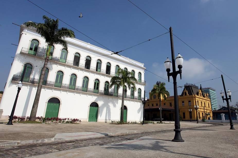 Inaugurado em junho de 2014, o Museu Pelé fica no antigo Casarão do Valongo, construído no Largo Marquês de Monte Alegre em 1865