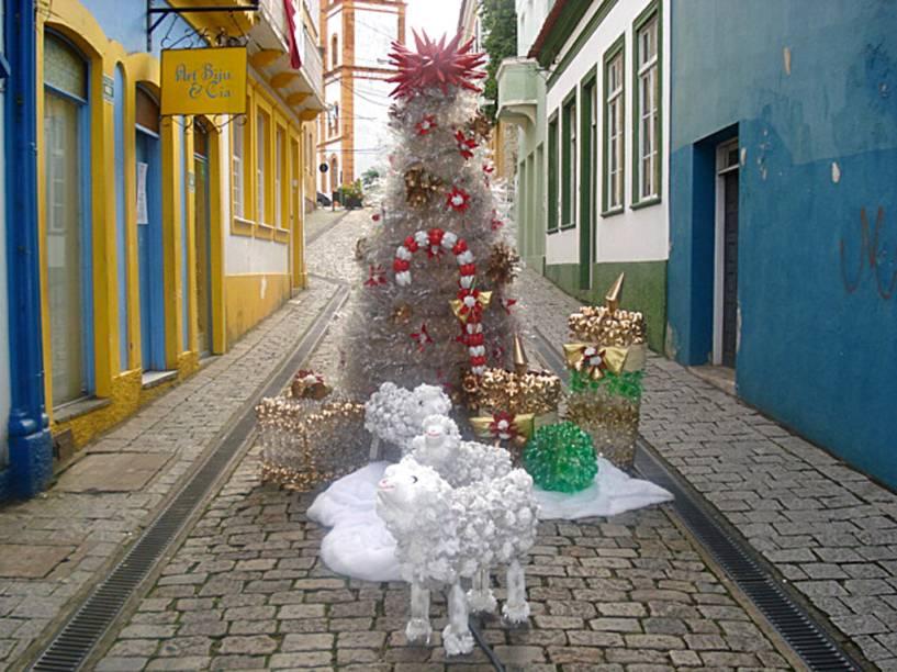 Decoração de Natal produzida com garrafas PET em <strong>São Francisco do Sul (SC)</strong>