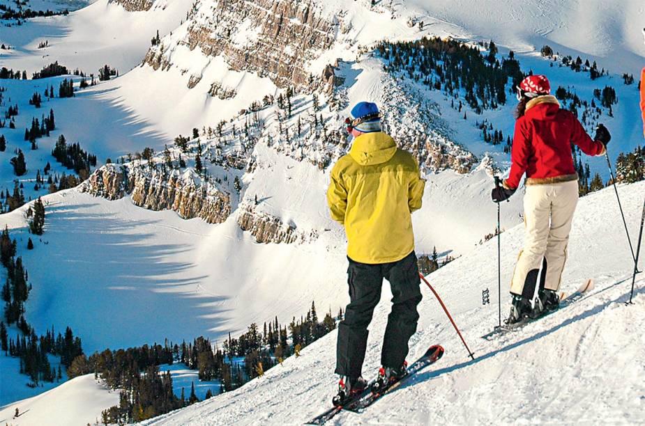 """<strong>9. <a href=""""http://viajeaqui.abril.com.br/materias/jackson-hole-as-dificuldades-de-esquiar-na-vila-dos-eua"""" rel=""""Jackson Hole, nos Estados Unidos"""" target=""""_blank"""">Jackson Hole, nos Estados Unidos</a></strong>        Até onde a vista alcança, é só beleza pura em Jackson Hole. Dureza é prestar atenção no ato de esquiar na estação que conserva um clima autêntico de Velho Oeste"""