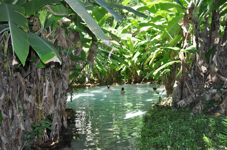 Escondidos no Jalapão pela mata ciliar, estão os <strong>fervedouros,</strong>nascentes de rios que formam poços de águas cristalinas. Por causa da pressão da água, que sai do fundo do rio, é impossível mergulhar - por isso as nascentes têm esse nome: é como se a água estivesse fervendo