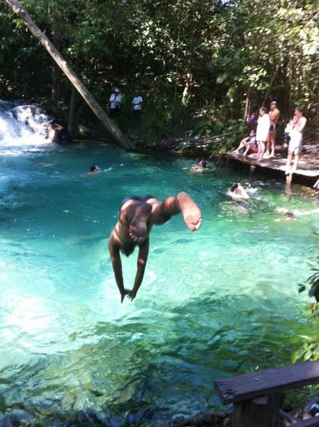 """O poço da <a href=""""https://turismo.to.gov.br/regioes-turisticas/encantos-do-jalapao/principais-atrativos/mateiros/cachoeira-do-formiga/"""" target=""""_blank"""" rel=""""noopener""""><strong>Cachoeira do Formiga</strong></a>, no Parque Estadual do Jalapão, tem um fundo de areia calcárea - o que dá a cor azul-turquesa da água"""