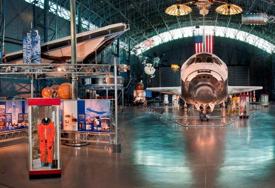 O ônibus espacial Discovery, em exposição no Air and Space Museum de Washington, DC