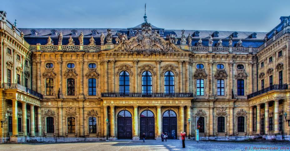 """<strong>Residência de Wurtzburgo, Wurtzburgo, <a href=""""http://viajeaqui.abril.com.br/paises/alemanha"""" rel=""""Alemanha"""" target=""""_blank"""">Alemanha</a></strong>            Na humilde opinião de Napoleão, este era um dos prédios mais bonitos da Europa. As predominantes e magníficas janelas fazem parte do estilo barroco alemão-austríaco que define a construção"""