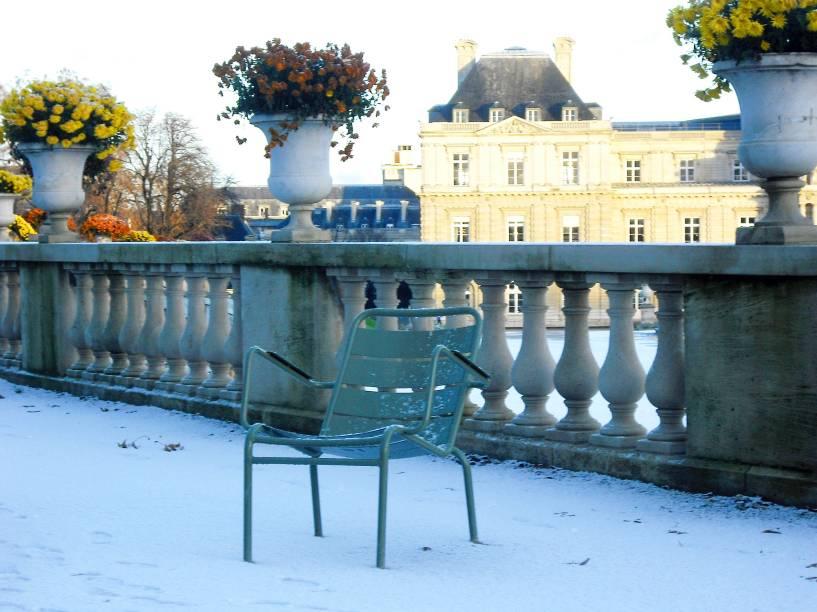 """O <a href=""""http://viajeaqui.abril.com.br/estabelecimentos/franca-paris-atracao-jardin-du-luxembourg"""" rel=""""Jardim de Luxemburgo"""" target=""""_self"""">Jardim de Luxemburgo</a> tem um charme incomparável na primavera, quando suas belas flores desabrocham. Mas a atmosfera local é tão gostosa que vale uma visita mesmo no inverno, durante um passeio romântico"""