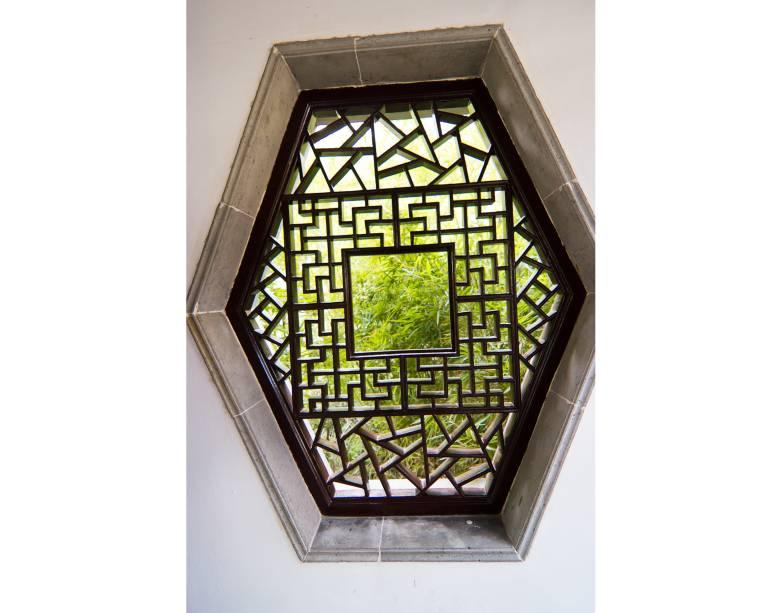 """<strong>Colina do Tigre, Suzhou, <a href=""""http://viajeaqui.abril.com.br/paises/china"""" rel=""""China"""" target=""""_blank"""">China</a></strong>                A sensação que dá é que todas as janelas clássicas da China têm vista para um belo jardim..."""