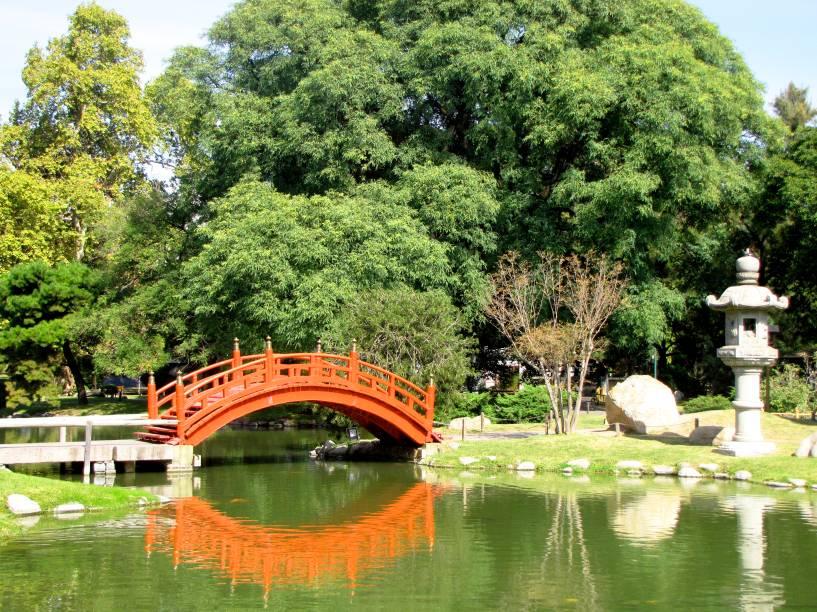 <strong>Jardim Japonês </strong>                                        Como o próprio nome já diz, o lugar é marcado por jardins e casinhas inspirados na cultura japonesa. Ou seja: o lugar rende ótimas fotos e tem o bônus de contar com um bom restaurante. Arborizado, o jardim é uma boa pedida para caminhadas leves, sem pressa