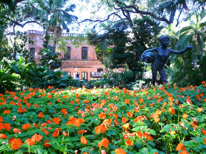 <strong>Jardin Botanico </strong>                                        Pequeno e charmoso, o Jardim Botânico de Buenos Aires reúne estufas com variedades de plantas de regiões da Europa, da Ásia e da África. Por todo o espaço, é possível avistar pequenas esculturas, que contribuem com o charme local