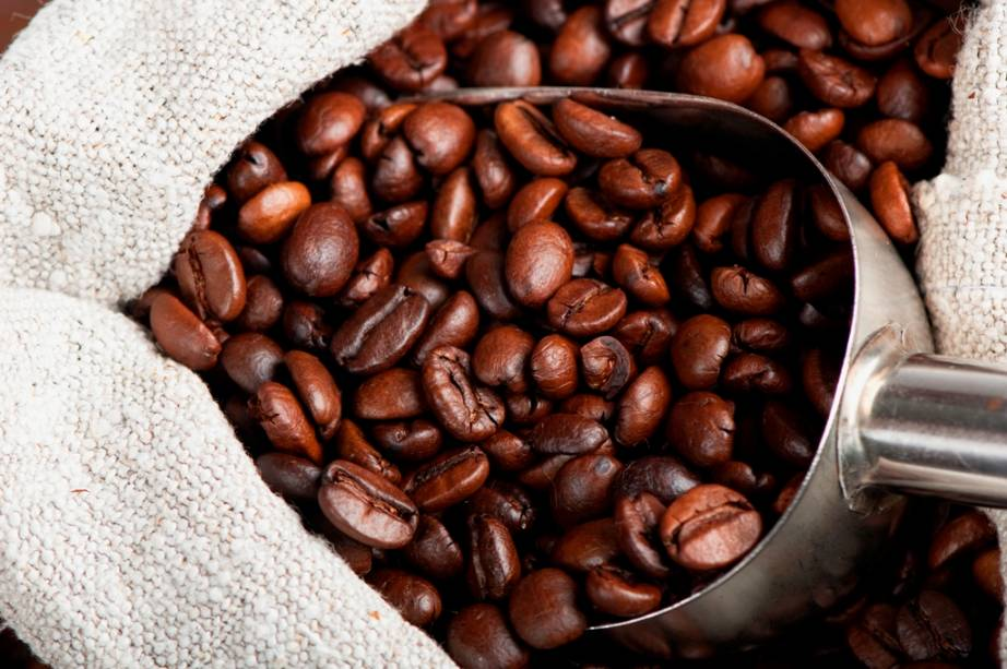 O café de Java é quase um sinônimo da bebida mundo afora. As primeiras sementes chegaram com os navios da Companhia Holandesa das Índias Orientais, por volta do século 17