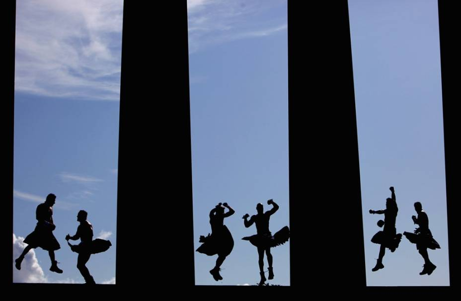 """<strong>Festival de Edimburgo, Escócia:</strong> O mais importante festival cultural europeu toma de assalto <strong>Edimburgo</strong> no auge do verão europeu. São dezenas de eventos culturais, para todos os gostos: teatro, cinema, música, fotografia, dança, mágica e artes plásticas. De artistas consagrados a algumas boas atrações gratuitas, este é o ponto alto do calendário escocês. <strong>Distância de <a href=""""http://viajeaqui.abril.com.br/cidades/reino-unido-londres"""" target=""""_blank"""" rel=""""noopener"""">Londres</a>: 630 quilômetros</strong>"""
