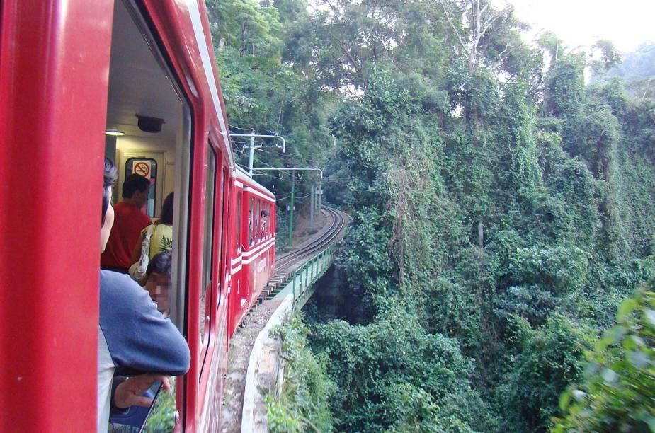 Trem do Corcovado, que leva turistas ao Cristo Redentor, no Rio de Janeiro