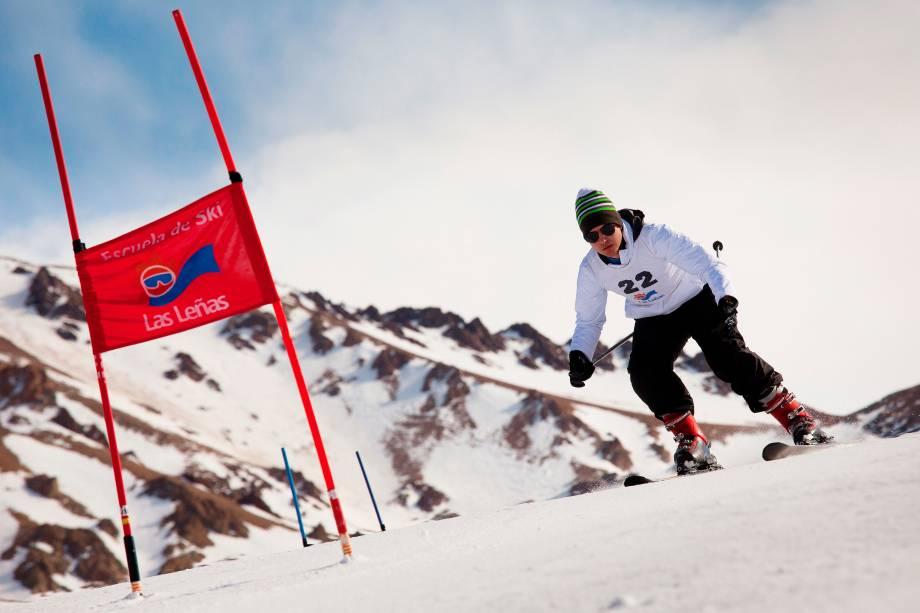 Esquiador aproveita uma das pistas do Las Leñas, que fica perto da região vinícola de Mendoza, na Argentina