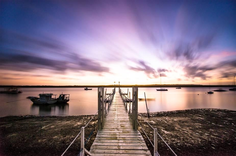 O pôr do sol na Praia do Jacaré, ao som de Bolero, de Ravel, interpretado por Jurandy do Sax, é o mais clássico programa local