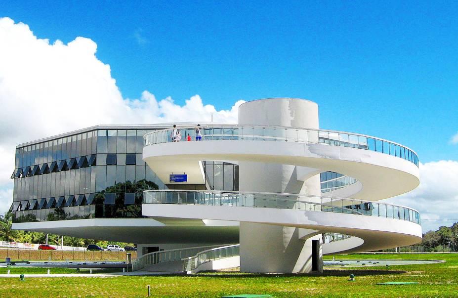 Estação Cabo Branco de Ciência, Cultura e Artes, projetada por Oscar Niemeyer – o passeio pode ser combinado com o Farol de Cabo Branco
