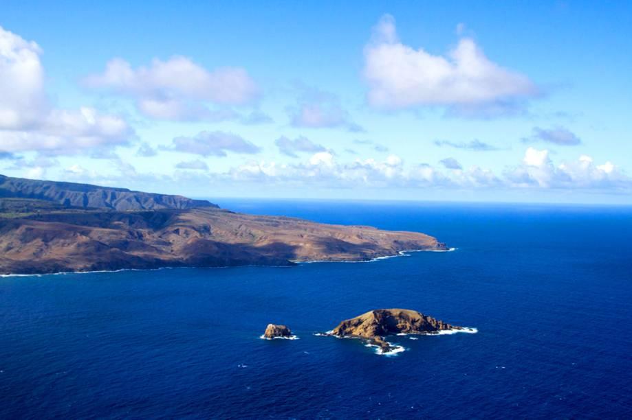 """<strong>10. <a href=""""https://www.youtube.com/watch?v=-8l0_mzi9no"""" rel=""""Eddie Vedder – Can't Keep"""" target=""""_blank"""">Eddie Vedder – Can't Keep</a> - Kalaupapa, Costa de Molokai, Havaí, <a href=""""http://viajeaqui.abril.com.br/paises/estados-unidos"""" rel=""""Estados Unidos"""" target=""""_self"""">Estados Unidos</a></strong>        A vibe havaiana do instrumento em questão resultou em um clipe que, se assistido dentro de um escritório, deixaria qualquer executivo aborrecido. A beleza da costa de <em>Molokai</em> foi extremamente valorizada pela direção. <a href=""""https://www.youtube.com/watch?v=-8l0_mzi9no"""" rel=""""É só dar o play e babar"""" target=""""_blank"""">É só dar o play e babar</a>"""