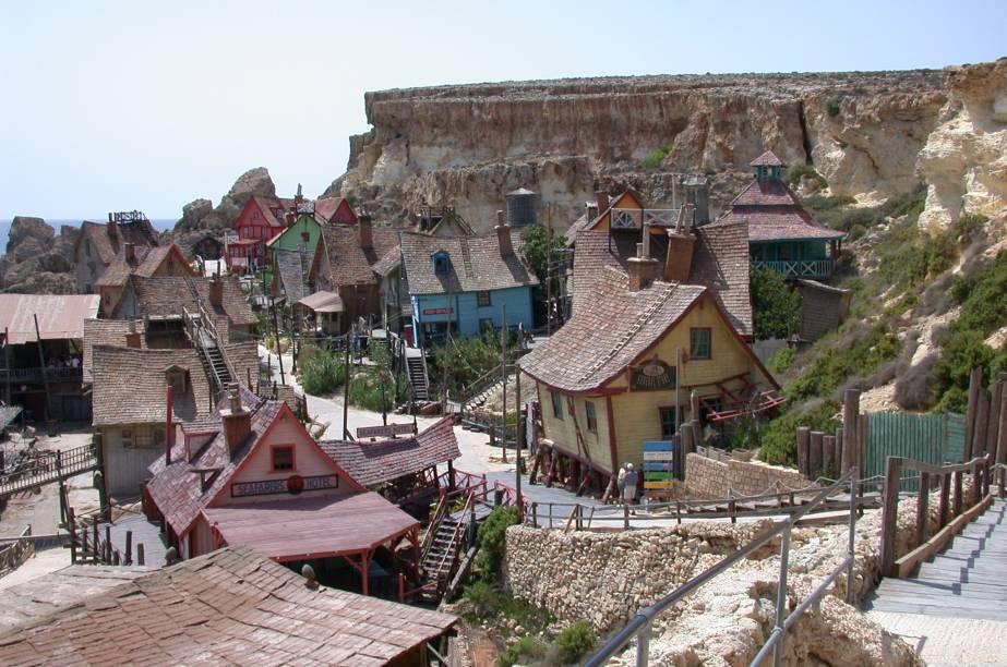 A vila foi construída em 1979 para a filmagem do filme estrelado por Robin Williams, em 1980
