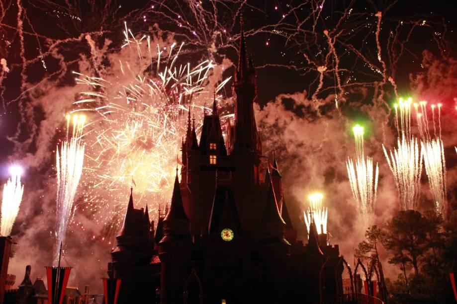"""Castelo da Cinderela no <a href=""""http://viajeaqui.abril.com.br/estabelecimentos/estados-unidos-orlando-atracao-magic-kingdom"""" rel=""""Magic Kingdom"""" target=""""_blank"""">Magic Kingdom</a>, <a href=""""http://viajeaqui.abril.com.br/cidades/estados-unidos-orlando"""" rel=""""Orlando"""" target=""""_blank"""">Orlando</a>"""