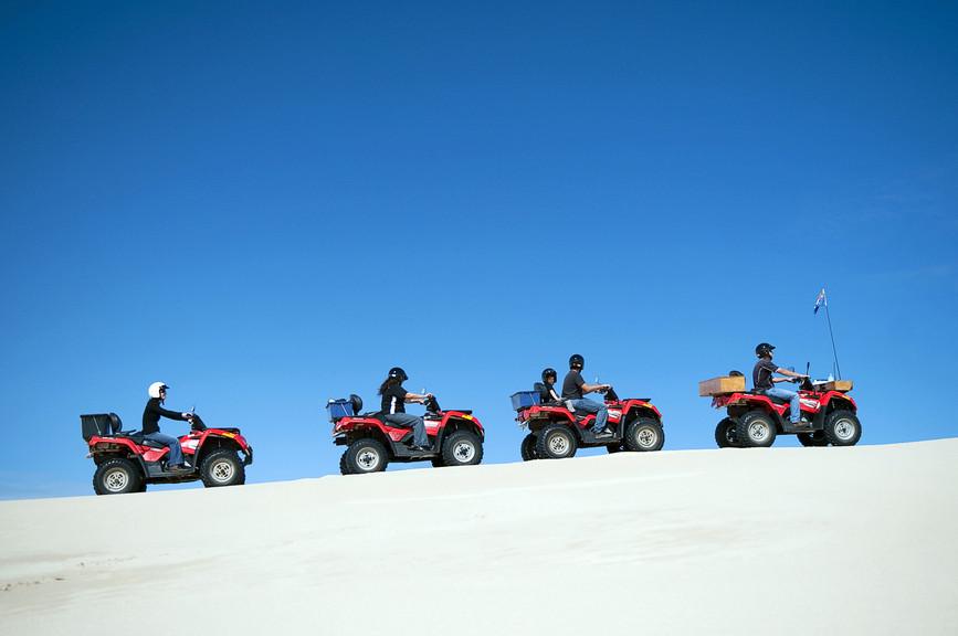 Kalbarri é uma cidade 550 km ao norte de Perth, onde é possível fazer trilhas com quadriciclos
