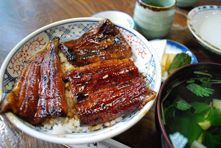 A enguia grelhada, o unagi, é um prato típico das províncias de Shizuoka e Fukuoka