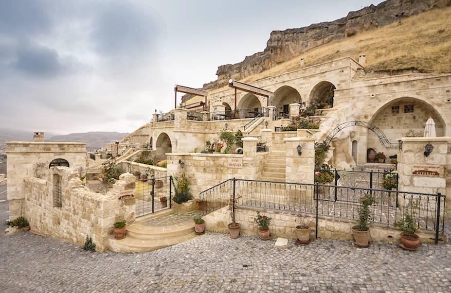 """<strong>24. Kayakapi Premium Caves, Capadócia, <a href=""""http://viajeaqui.abril.com.br/paises/turquia/fotos"""" rel=""""Turquia"""" target=""""_blank"""">Turquia</a></strong>O grande atrativo do hotel são seus quartos feitos nas icônicas cavernas da Capadócia - patrimônio mundial da UNESCO - que foram transformadas em luxuosos aposentos.Mês mais barato para se hospedar: Fevereiro"""