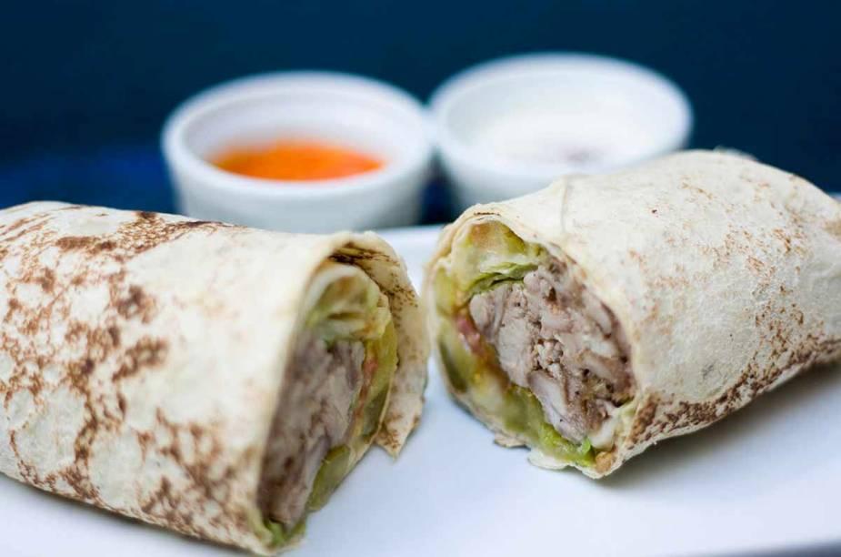 """<a href=""""http://viajeaqui.abril.com.br/estabelecimentos/br-sp-sao-paulo-restaurante-pita-kebab"""" rel=""""Pita Kebab, São Paulo: """" target=""""_blank""""><strong>Pita Kebab, São Paulo: </strong></a>        Os kebabs são o destaque, mas as porções de pão sírio com coalhada-seca, baganuche e homus também são boas pedidas para petiscar."""