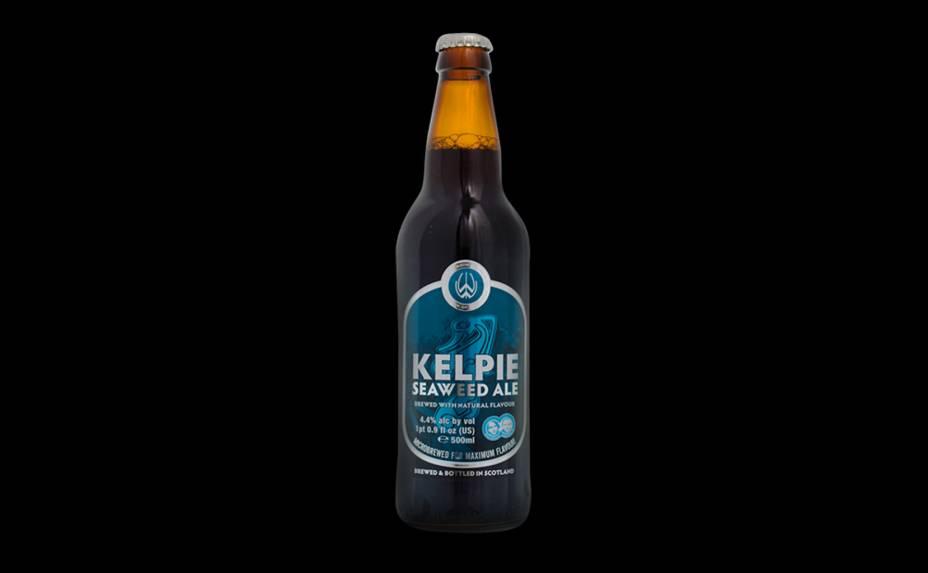 A <strong>Kelpie Seaweed Ale</strong> é escocesa, possui 4,4% de álcool e é fabricada pela cervejaria Williams Bros Brewing. As algas crescem em cultura orgânica da própria fábrica antes de entrar na mistura