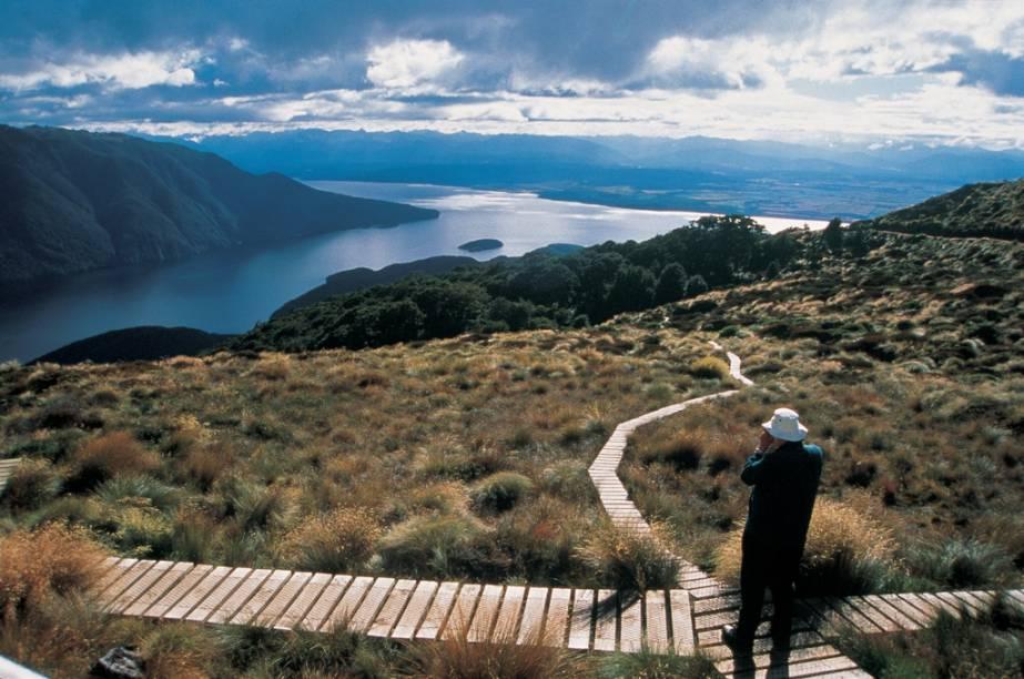 O Kepler Track, perto do lago Manapauri, é um dos trekkings mais cênicos de Fiorldland