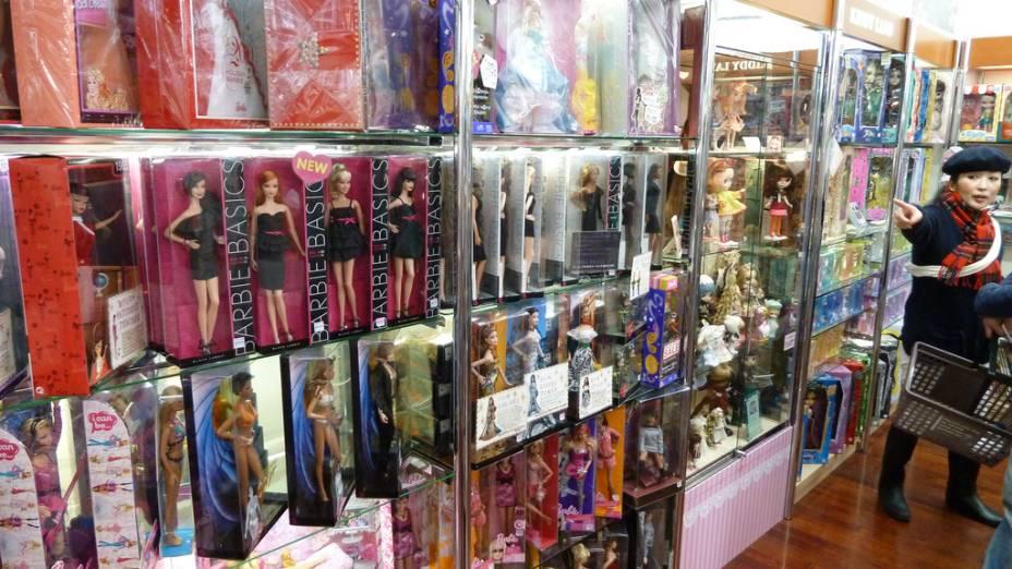 """<strong>6. <a href=""""http://www.kiddyland.co.jp/en/"""" rel=""""Kiddy Land,"""" target=""""_blank"""">Kiddy Land</a></strong>Bonecos e personagens fofos que são moda no Japão, mimos para todas as idades e lembrancinhas recheiam a<a href=""""http://www.kiddyland.co.jp/en/"""" rel=""""Kiddy Land,"""" target=""""_blank""""><strong>Kiddy Land,</strong></a>loja de brinquedos mais famosa de <a href=""""http://viajeaqui.abril.com.br/cidades/japao-toquio"""" rel=""""Tóquio"""" target=""""_blank"""">Tóquio</a>"""