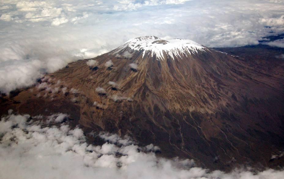 """<a href=""""http://viajeaqui.abril.com.br/paises/tanzania"""" rel=""""Kilimanjaro, Tanzânia """" target=""""_blank""""><strong>Kilimanjaro, Tanzânia </strong></a>            O Kilimanjaro é parte dos Sete Cumes do planeta, as montanhas mais altas de cada continente, incluindo a Antártida e considerando América do Norte e do Sul como dois continentes separados. Sua ascenção é tecnicamente fácil, mas longa e penosa – só é possível subir com guia, a não ser que você seja um escalador experiente"""