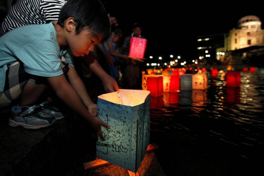 """<strong>Japão</strong>                Chegar ao outro lado do mundo pode ser um desafio para quem tem crianças pequenas: longos voos podem irritá-los. Faça escalas pelo caminho e entretenha-as, pois vale o esforço. O <a href=""""http://viajeaqui.abril.com.br/paises/japao"""" rel=""""Japão """" target=""""_blank"""">Japão</a>é o destino asiático mais bem preparado para receber os pequenos: a infraestrutura é excelente, serviços de saúde tem bom nível e há muitos parques e jardins para mantê-los ocupados. A comida também não é problema: muitos restaurantes servem cardápios infantis com comida tanto ocidental como oriental, nutritivos e com apresentação divertida e colorida"""