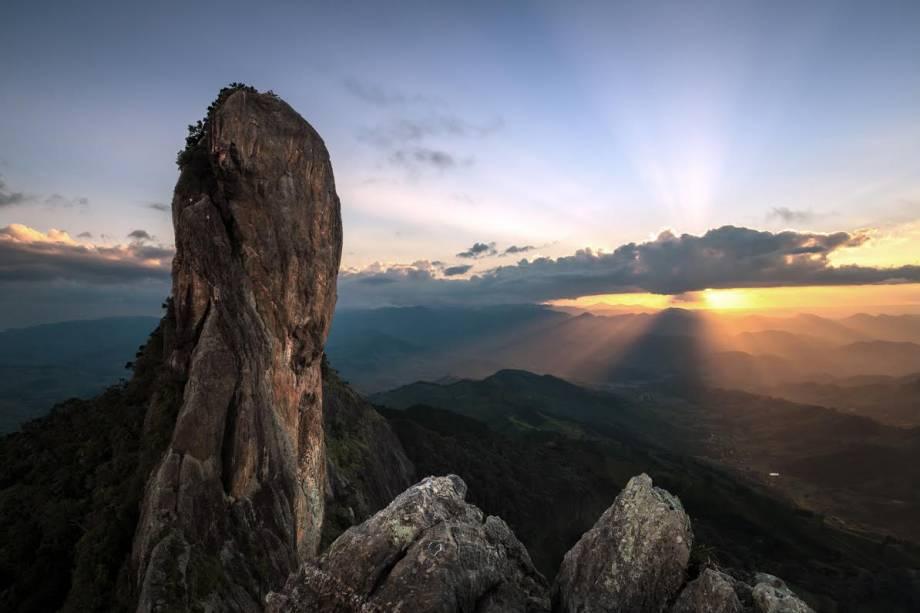 Pôr-do-sol visto da Pedra do Baú: escalada é indicada aos mais aventureiros