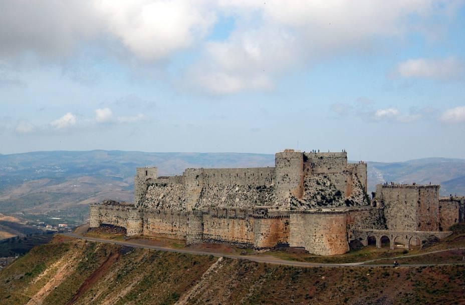 """<strong>Krak des Chevaliers, Síria</strong>                        O mais bem preservado exemplo de fortificação cristã no <a href=""""http://viajeaqui.abril.com.br/continentes/oriente-medio"""" rel=""""Oriente Médio"""" target=""""_blank"""">Oriente Médio</a> é o Krak des Chevaliers, na Síria. Construído para guardar o vale que ligava o caminho até <a href=""""http://viajeaqui.abril.com.br/cidades/israel-jerusalem"""">Jerusalém</a>, foi ocupado pelos cavaleiros templários até cair em 1271, após curto sítio das forças do Islã"""
