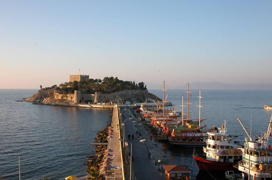A marina de Kuşadası, point de barcos gregos