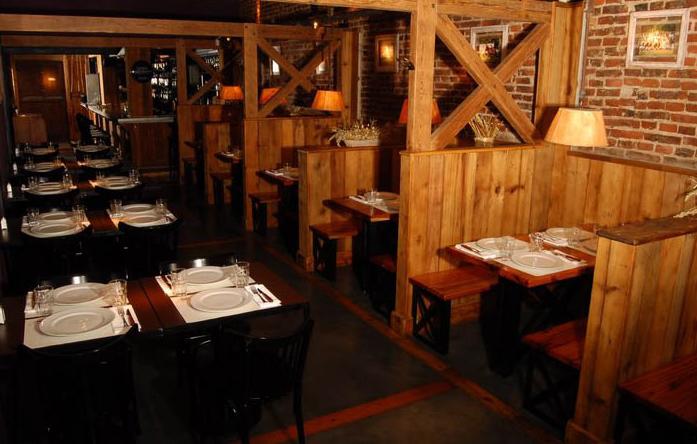 """<a href=""""http://viajeaqui.abril.com.br/estabelecimentos/ar-buenos-aires-restaurante-la-caballeriza """" rel=""""La Caballeriza"""" target=""""_blank""""><strong>La Caballeriza</strong></a>A filial em Las Cañitas segue o padrão da rede, com decoração que remete a cocheiras de cavalos. O destaque é o asado de costillar (costela assada), cujo sabor é realçado pelo preparo da parrilla à lenha. Há também a parrilada de vegetais, com batata, batata doce, berinjela, tomate, champingnon, abóbora e pimentão e cebola.Site: www.lacaballeriza.comEndereço: Boulevard Chenaut, 1878, Las CañitasTelefone: +54 (11) 4773-4035"""