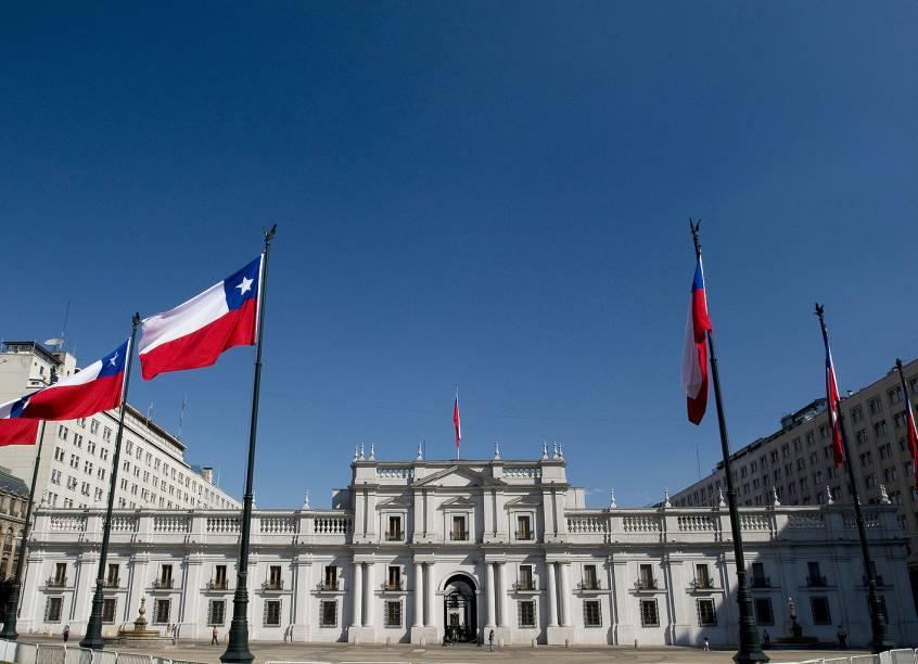 O Palacio de La Moneda de Santiago, do Chile, é uma contrução imponente e de elementos neoclássicos, marcado como um dos Monumentos Históricos da cidade