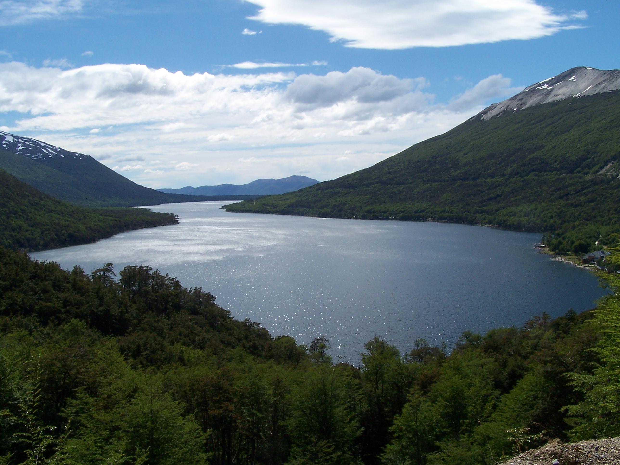 Lago Escondido - Ruta de los Siete Lagos - Argentina - Wikimedia Commons - Huazihul