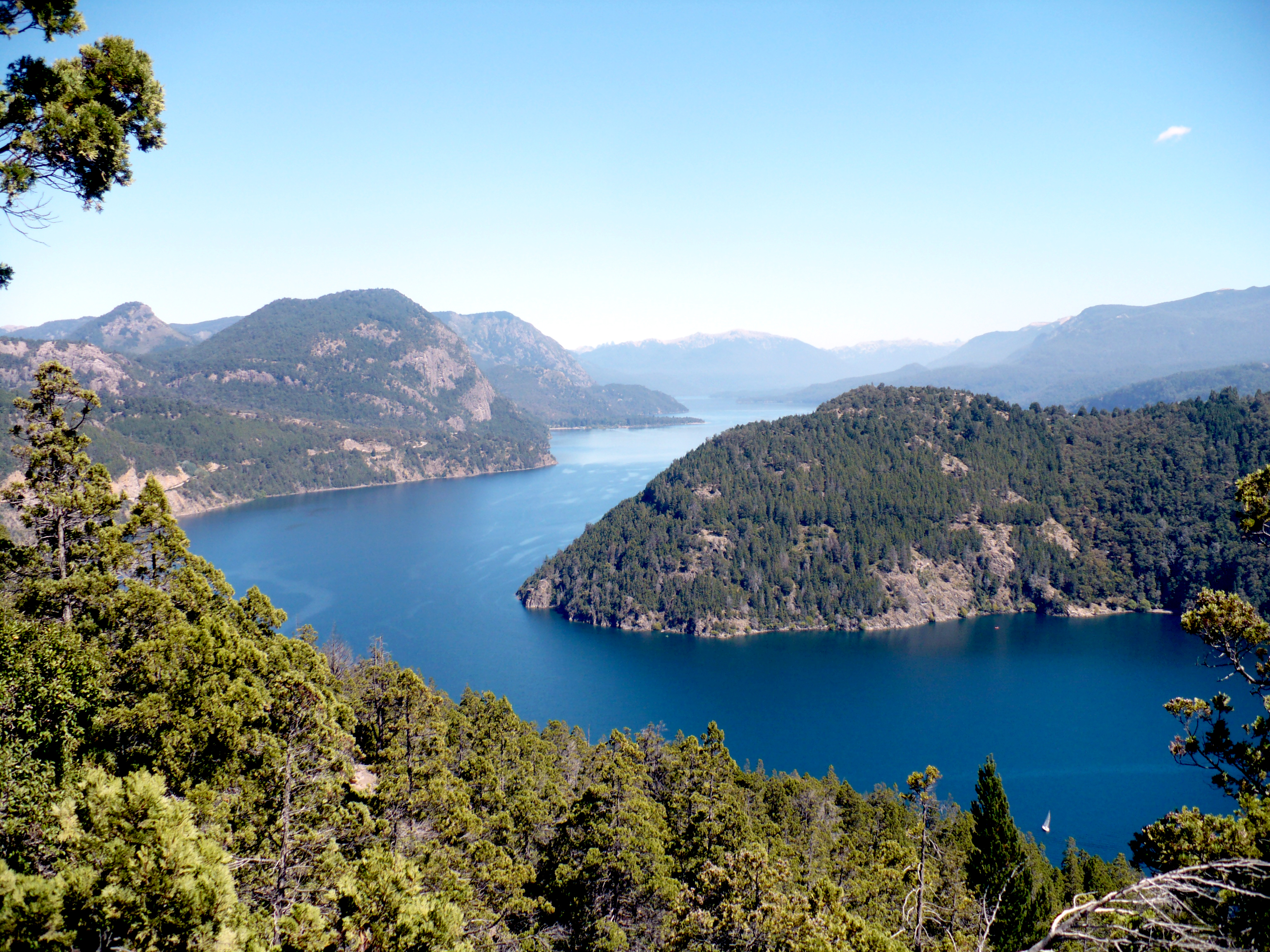 Lago Lácar - Ruta de los Siete Lagos - Argentina - Wikimedia Commons - Marco Antonio Correa Flores