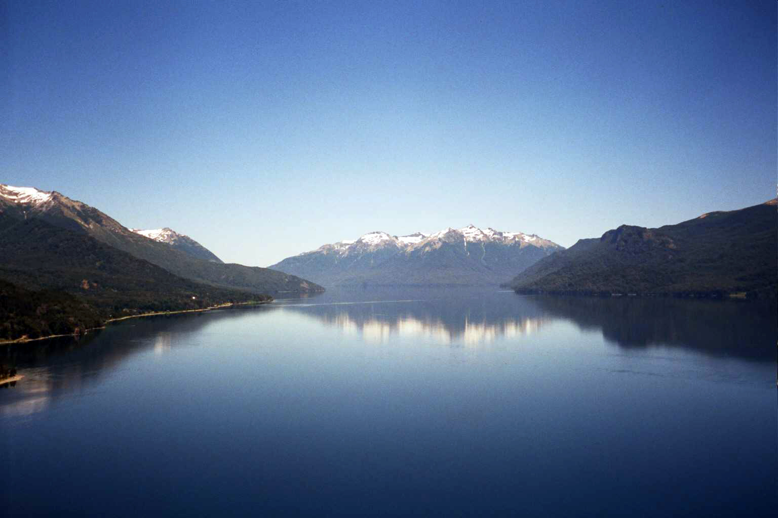 Lago Traful - Ruta de los Siete Lagos - Argentina - Wikimedia Commons - Amuitz