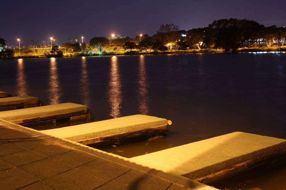 Lagoa do Taquaral (Parque Portugal) à noite